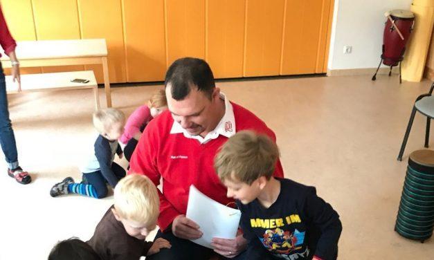 Die Kinder des Kinderhaus Freiberg freuen sich über ein Entdeckerpaket